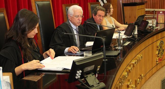 Conselheiro Sidney Beraldo preside sessão ordinária no TCE